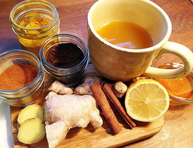 tè-verde-curcuma-miele-limone-timo